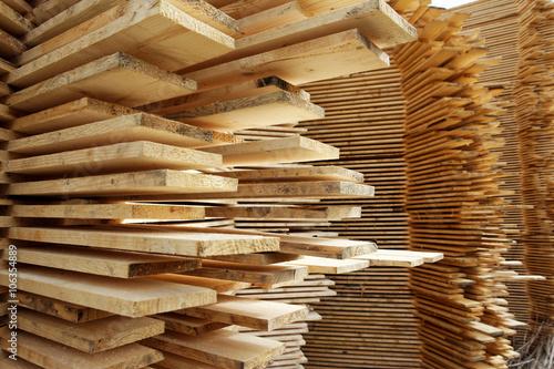 Obraz Stos desek w tartaku - fototapety do salonu