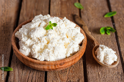 Fotobehang Zuivelproducten cottage cheese in a wooden bowl