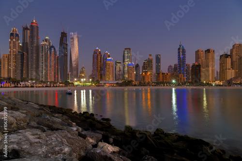Photo  Dubai Marina night skyline cityscape, UAE.