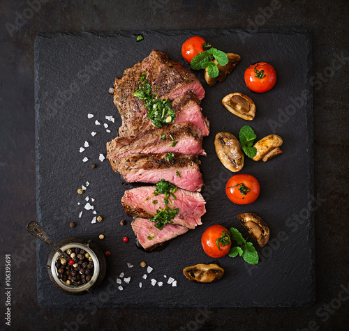 Poster de jardin Steakhouse Juicy steak medium rare beef with spices and grilled vegetables. Top view