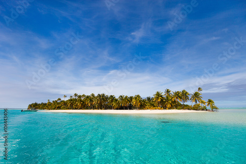 Fotobehang Tropical strand Stunning tropical beach at exotic island in Pacific