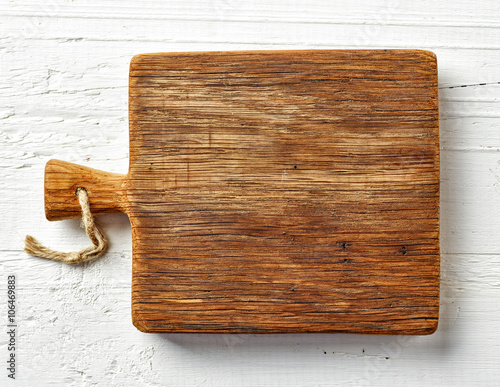 Foto  Cutting board on white wooden table