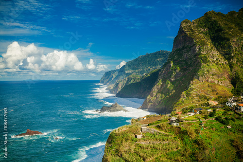 Poster Cote rocky cliffs and ocean on the northern coast of Madeira