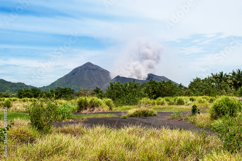 Fotografía  Tavurvur volcano, Rabaul, Papua New Guinea