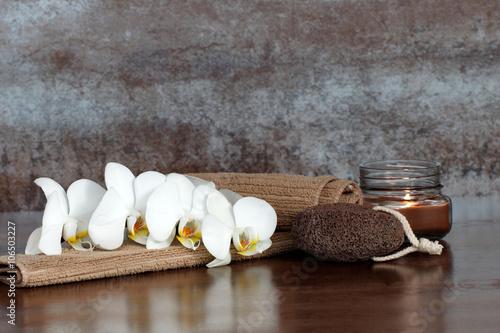 Acrylic Prints Orchid Orchidee mit Bimsstein und Kerze