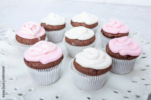Papiers peints Dessert Cupcakes with sour cream frosting on top.