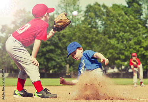Photo  Baseball player sliding into base