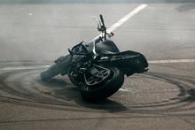 Palenie Gumy Na Motocyklu