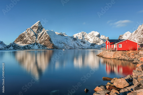 In de dag Blauwe jeans Reine, Lofoten Islands, Norway