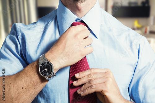 Fotografie, Obraz  Datore di lavoro si sistema la cravatta prima di un colloquio di lavoro