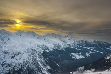 FototapetaTatry Zachodnie zimą o zachodzie słońca.