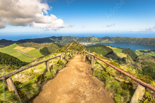 Fotobehang Bergen Walking path leading to a view on the lakes of Sete Cidades and