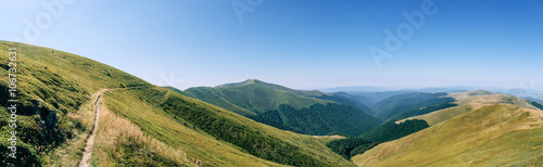 Tuinposter Heuvel Panorama mountains green hills
