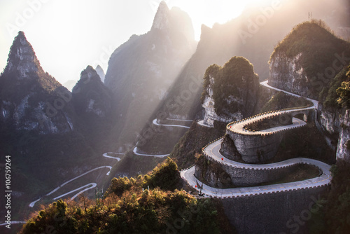 Foto auf Gartenposter Gebirge The winding road of Tianmen mountain national park, Hunan provin