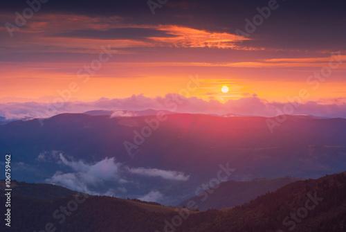 Türaufkleber Hochrote Colorful majestic Carpathian sunset