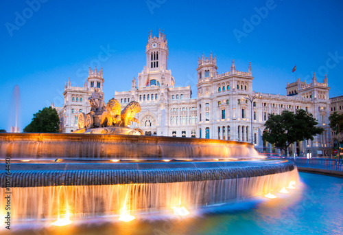 Foto  Plaza de la Cibeles, Cybele's Square - Central Post Office, Palacio de Comunicaciones, Madrid, Spain