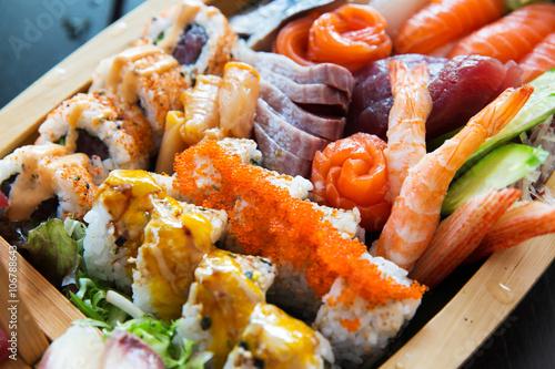 sushi set at restaurant Billede på lærred