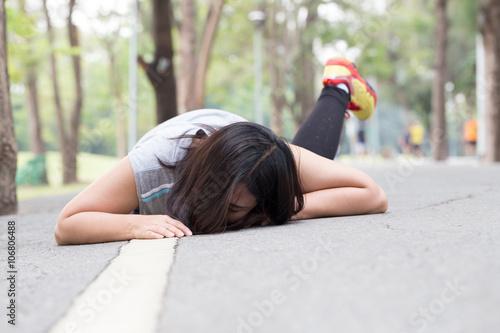 Fototapeta Accident. stumble and fall while jogging obraz na płótnie