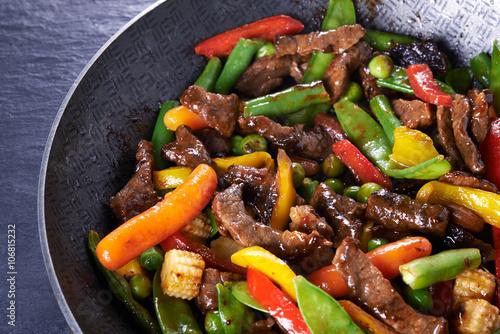 Valokuva  stir fried beef and vegetables