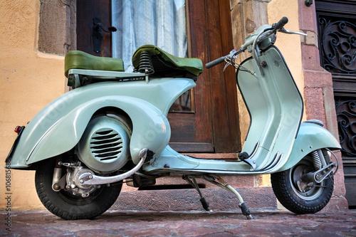 Grüner Vintage Oldtimer Motorroller –Roller 60er Jahre – Green Italian 60s Scooter
