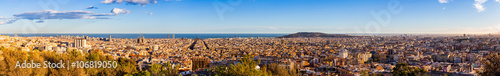 Photo Panorama view of Barcelona from Park Guell in sunny day in winter