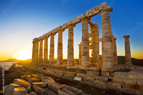 Montage in der Fensternische Ruinen Greece. Cape Sounion - Ruins of an ancient Greek temple of Poseidon before sunset