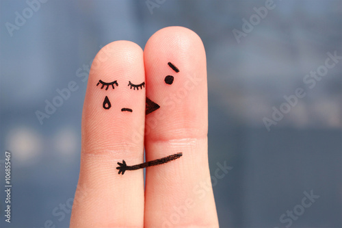 Foto  Fingerkunst von missfallenen Paaren