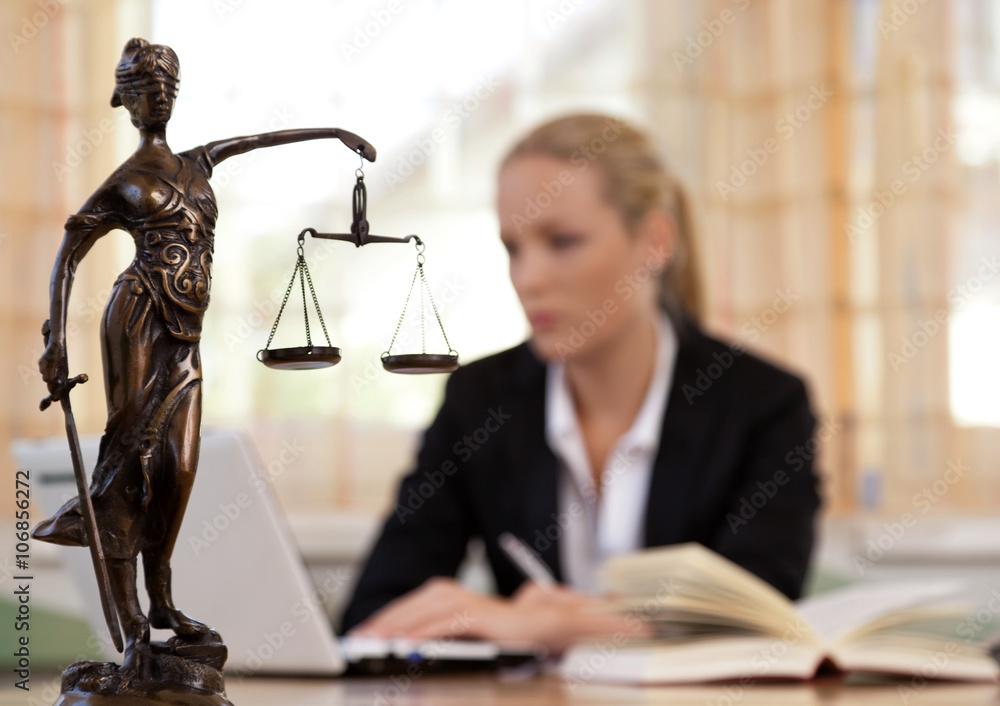 Fototapeta Anwalt im Büro