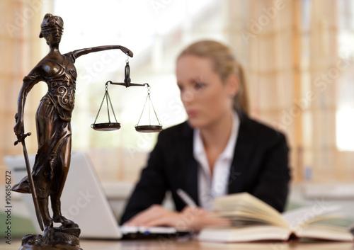 Anwalt im Büro Canvas-taulu
