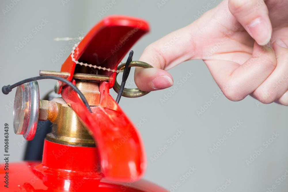 Nah- Feuerlöscher und ziehen Stift auf rotem Tank. Foto, Poster ...