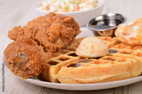 Keuken foto achterwand Kip Chicken and Waffles with cole slaw