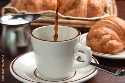 Fototapety, obrazy: Coffee and croissants