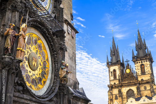 In de dag Oost Europa European landmarks - famous astrological clocks in Prague