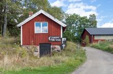 Hus Och Stugor Efter En Grusväg På Värmdö (3 Av 5)