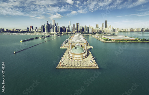 Poster Chicago Chicago Skyline aerial view with Navy Pier