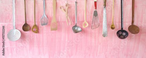 Fotografia  vintage kitchen utensils, free copy space