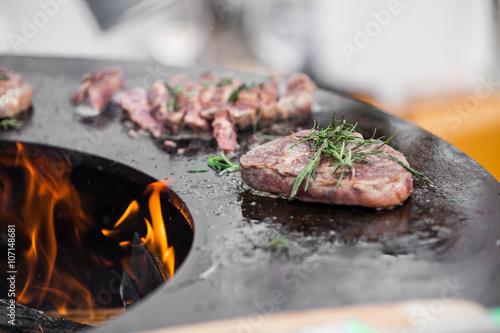 Staande foto Vlees Beef steaks on grill