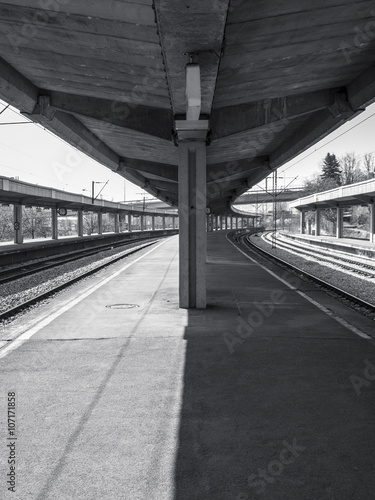 Foto auf AluDibond Bahnhof Black and white train station
