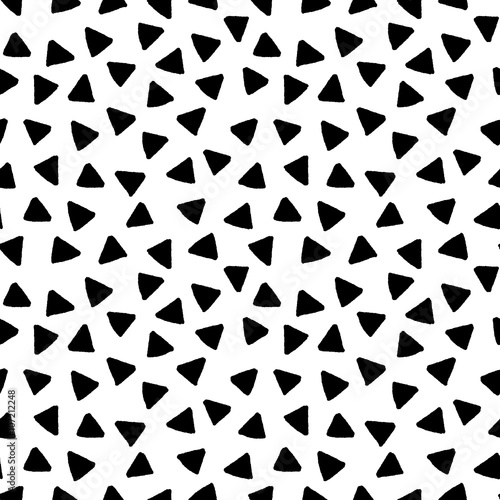 black-and-white-triangles-hand-drawn-simple-geometric-seamless-pattern-vector