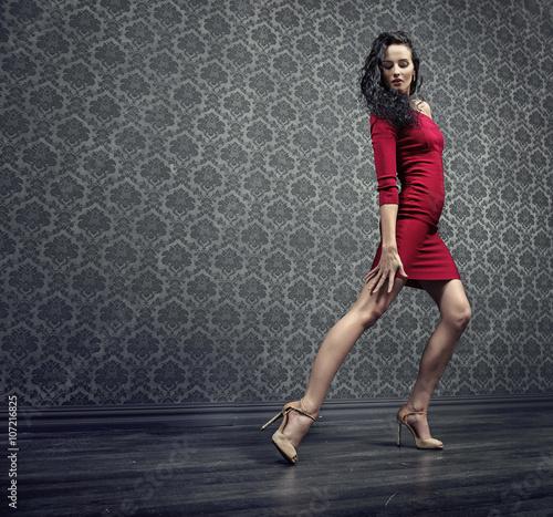 Fotografie, Obraz  Krásná brunetka tanečník během zkoušky