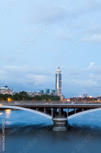Photo  London at dawn. View from Chelsea bridge