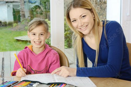 Nachhilfelehrer Landet Bei Nuttiger Schülerin