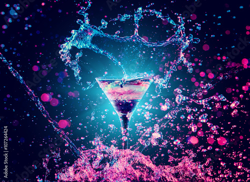 Foto op Canvas Alcohol Colourful cocktail in glass with splash