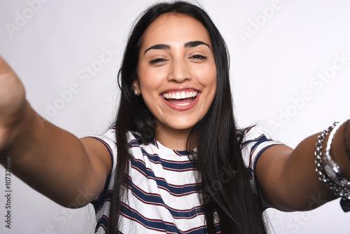 Cuadros en Lienzo Young woman taking selfie