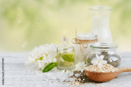 Fotografia  Natural ingredients for homemade facial and body mask (scrub)