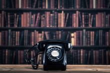 黒電話 たくさんの本