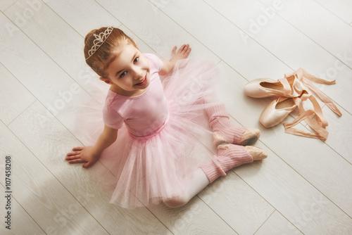 Obraz na plátně  Dívka v růžové tutu