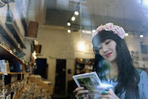 Foto op Plexiglas Muziekwinkel Portrait of a beautiful young woman