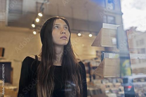 Spoed Foto op Canvas Muziekwinkel Portrait of a beautiful young woman
