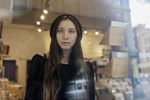 Poster Muziekwinkel Portrait of a beautiful young woman
